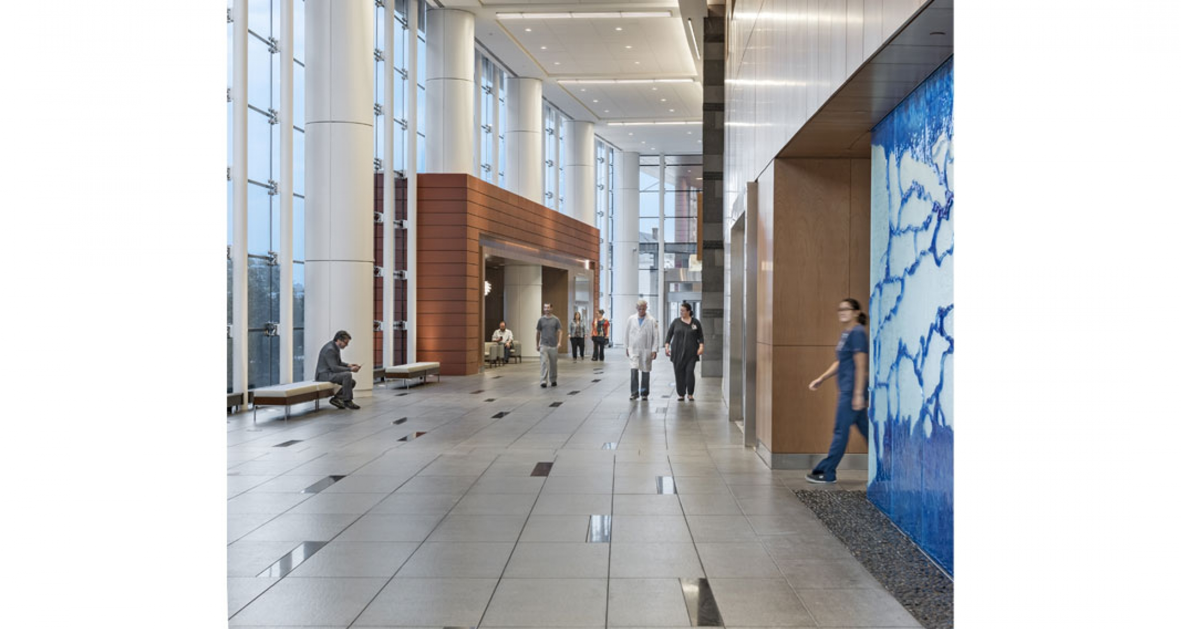 Connected to the main concourse, a non-denominational chapel features a glass art wall by Gordon Huether which serves as a positive distraction and a wayfinding element.