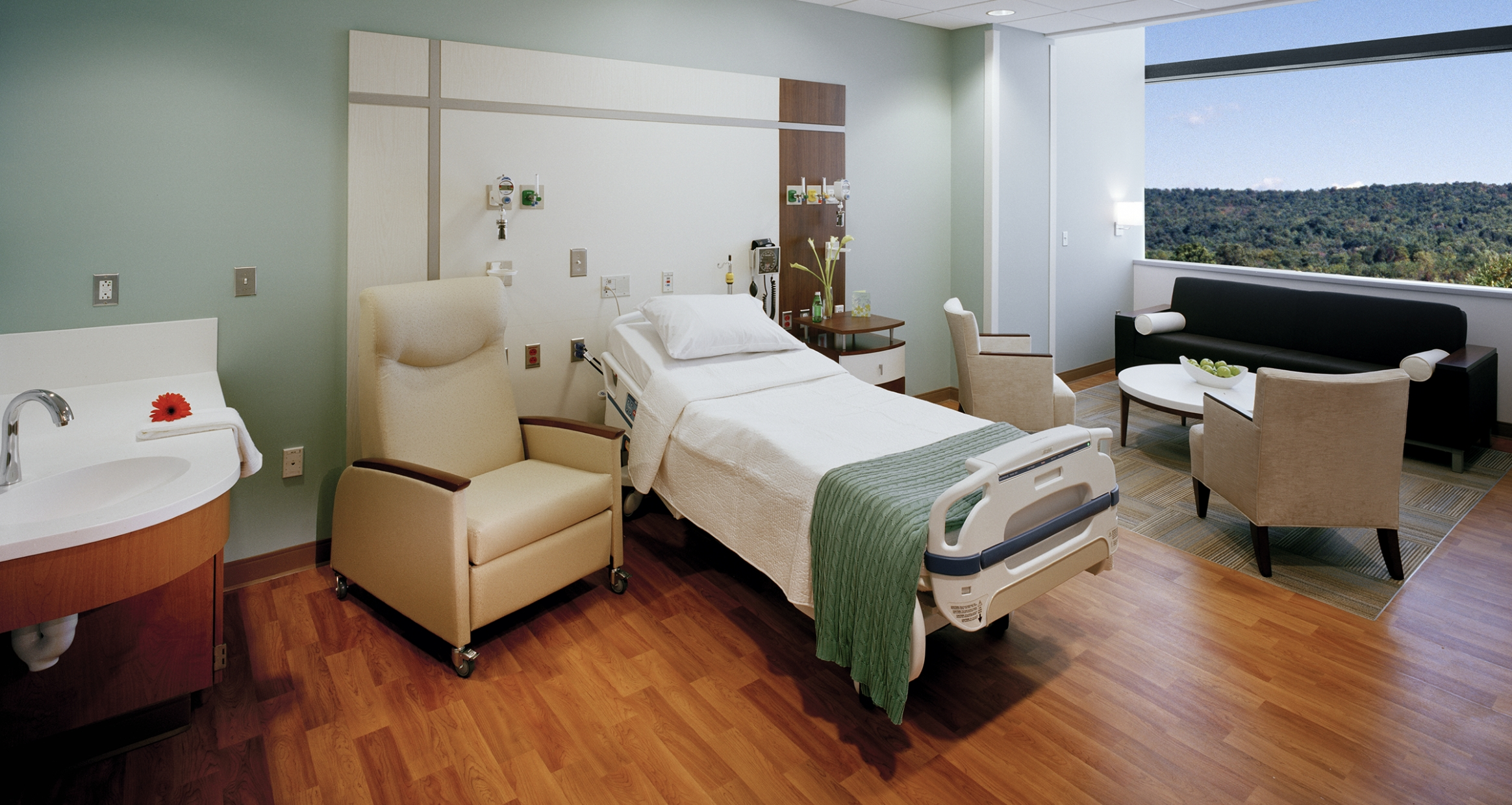 Jersey Shore University Medical Center Patient room