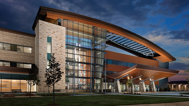 exterior shot of uchealth longs peak hospital